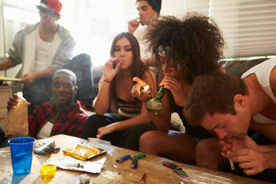 http://f.edgesuite.net/data/www.narconon.org/files/blog/wp-content/uploads/2014/06/group-youth-smoking-marijuana.jpg