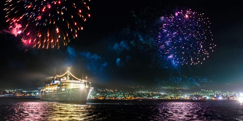 圣基茨岛桑特岛港口,开始长达一周的银色周年纪念航行.