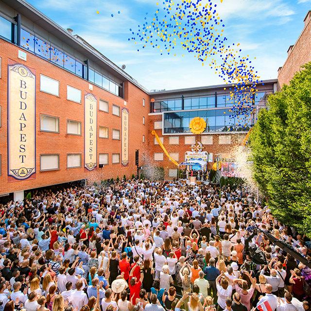 Grootse opening van de Scientology Kerk in Boedapest, Hongarije