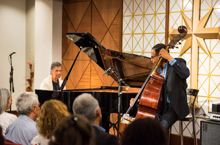 Muzikale groten Chick Corea (piano) en Stanley Clarke (bass)