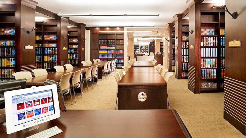 knihovna v budově Flag servisní organizace na Floridě ve městě Clearwater, kde jsou všechny knihy od L. Ron Hubbarda o Dianetice ve všech jazycích, do kterých byly přeloženy