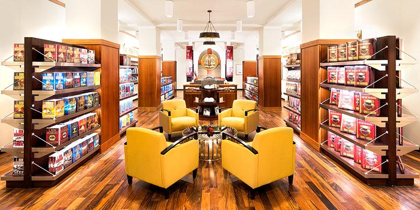 Prodejna knih a studijních materiálu v nové budově Scientologické církve v New York ve čtvrti Harlem na Manhattan