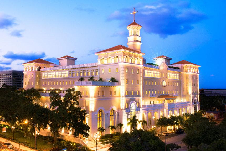 Budova Scientologické církve Flag ve které se dodává program Super power